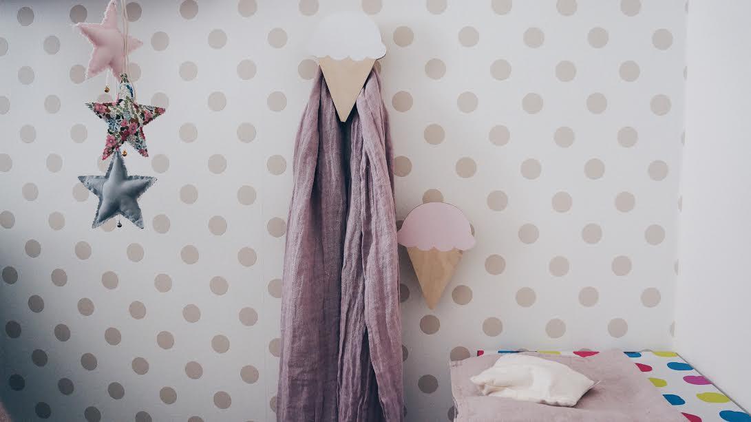struktury i naturalne materiały w pokoju dziecka