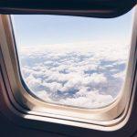 Pierwszy lot z niemowlakiem. Jak przetrwać w samolocie?