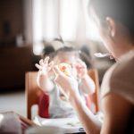 Po czym poznać, że dziecko jest gotowe do samodzielnego jedzenia? Nie skrzywdź go!